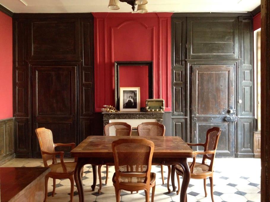 G te de l 39 abbaye de moutiers stjean houses for rent in for Table salle a manger jean nouvel