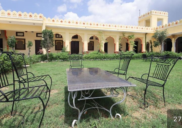 Private Room for 2-Heritage Style Hotel-Pushkar