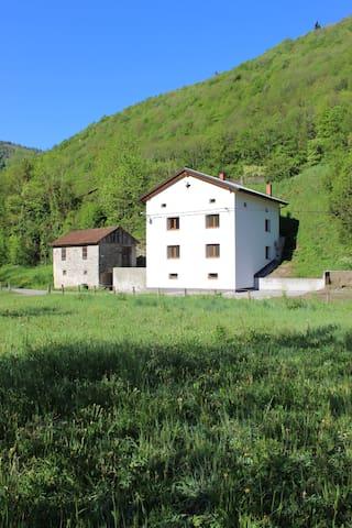 Maison Slovéne prés de la rivière. - Bača pri Modreju - Huoneisto