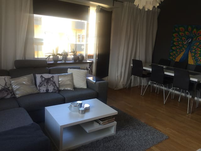 Stylish apartment with 2 bathrooms! - Helsingborg - Apartament