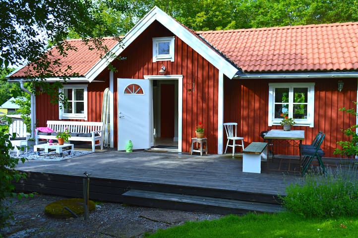 Charming studio with sleeping loft - Svartsjö - Casa de campo