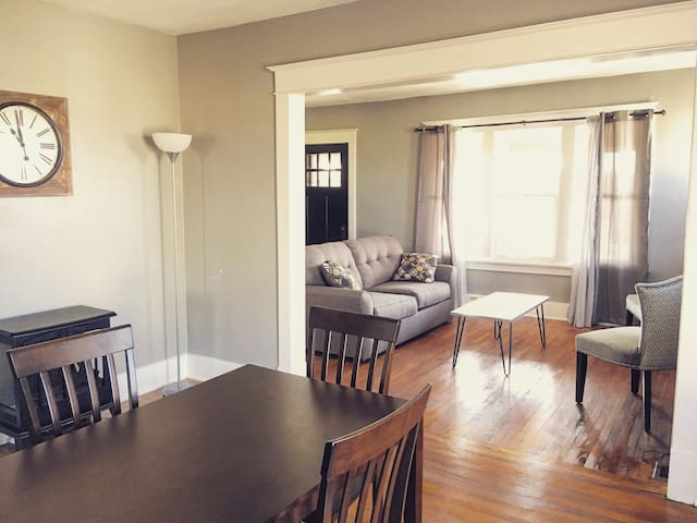 3-Bedroom Near Popular Neighborhood - Buffalo - Apartment