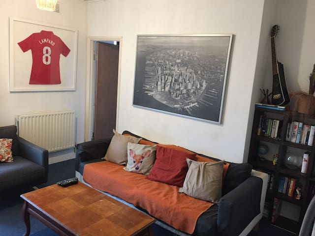 Cozy & bright double room in heart of East London