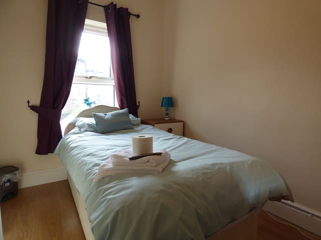 Room 2 - 59 Chesterfield Road