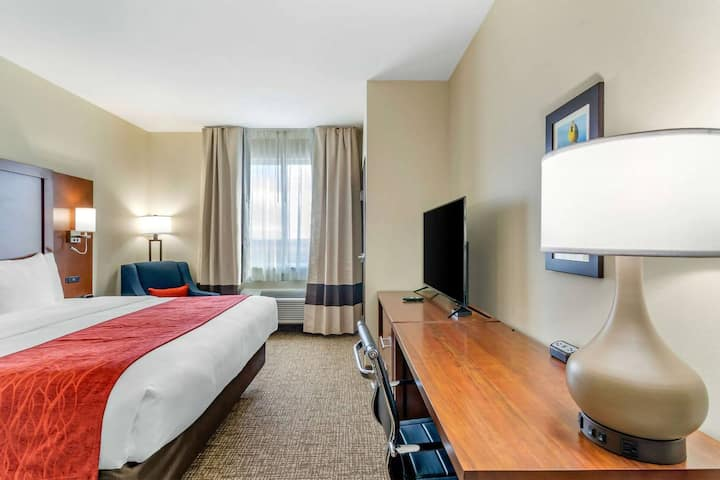 Comfort Inn Salina - Standard King Room - NS
