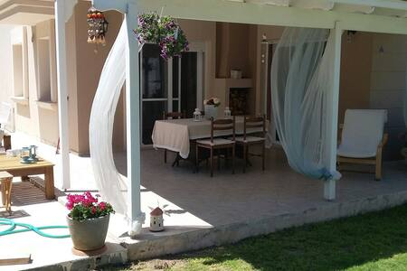 İt is in heart of Alacatı cesme... - Alaçati - House