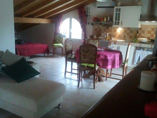 Accogliente mansarda a Sarola - Sarola - Byt