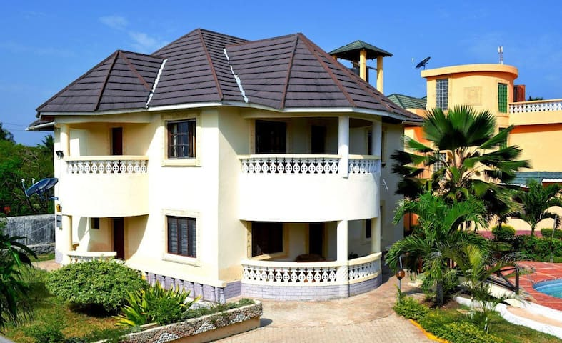 Arecapalm  2 - Bedroom Villa