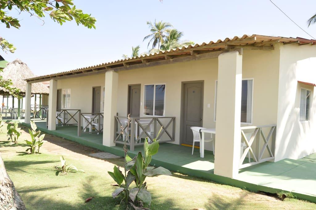 Habitaciones frente al mar con desayuno y piscina for Habitaciones sobre el mar