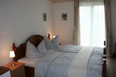 Apartment auf dem Reiterhof - Velgast - 小平房