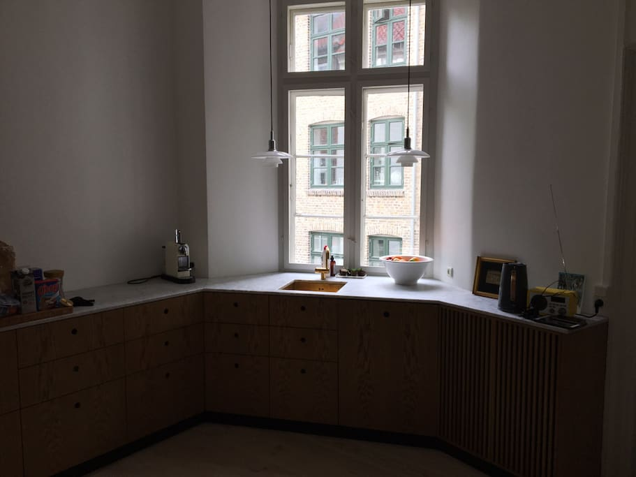 Fully equipped new kitchen with stove