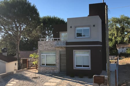 Casa 1 Nueva en PB para 6 pers. a 400 mts playa