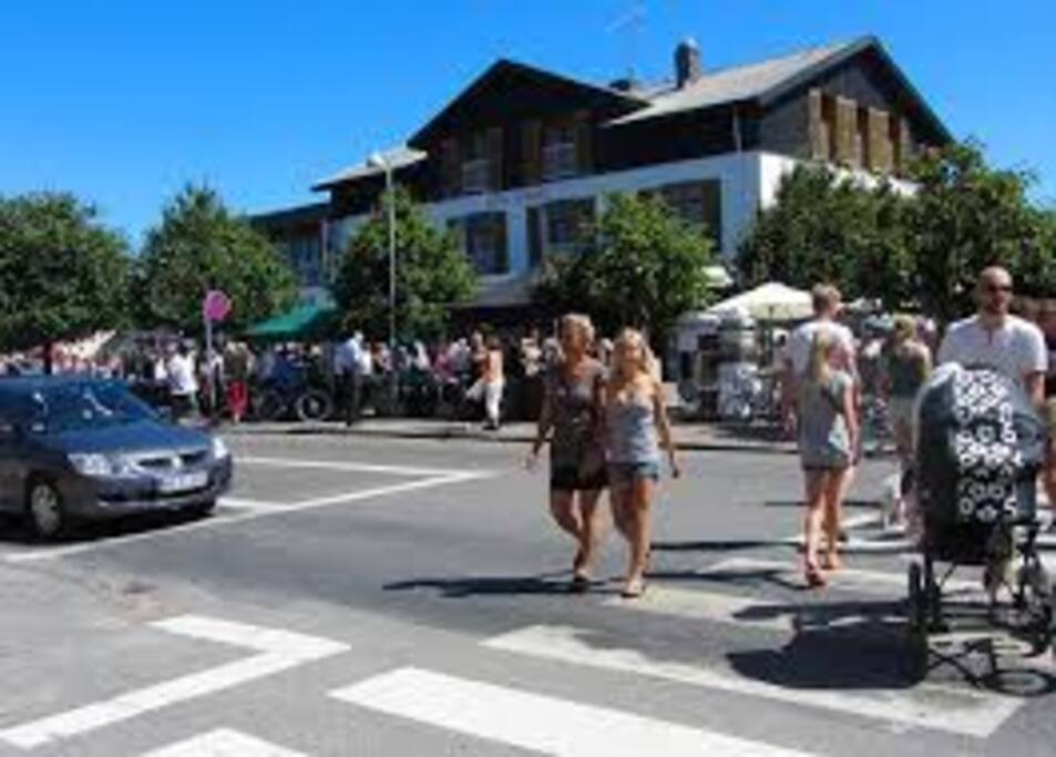 Havne byen, med caféer og butikker