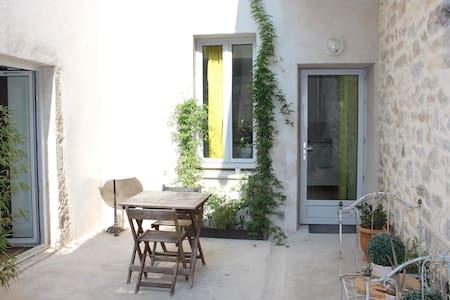 Studio 40 m² avec garage et terrasse