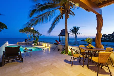 Hideaway perched on ocean's edge for families - Chicxulub Puerto - Haus