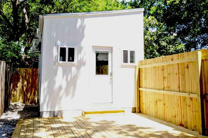 Hip Tiny Home on the Eastside   Cozy and Private