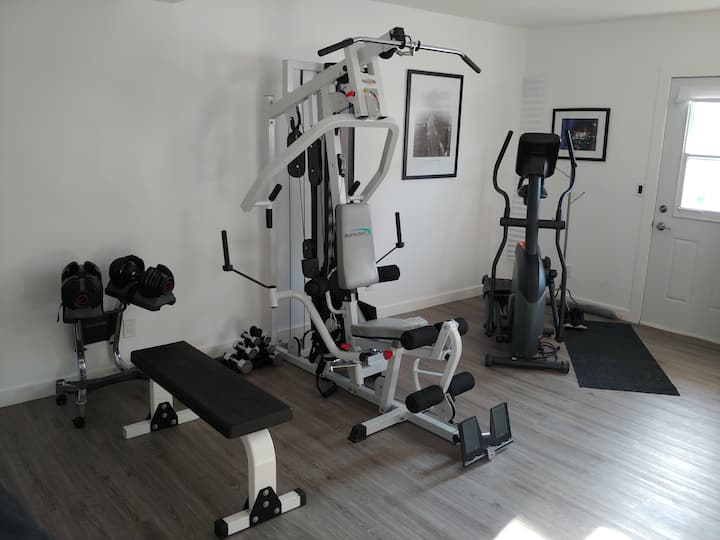 Covid safe guesthouse studio gym -Old Strathcona