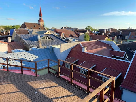 Sunny rooftop balcony and 2 bedrooms