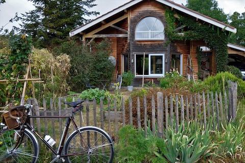 Studio, dans une maison bois, au pied du bugey