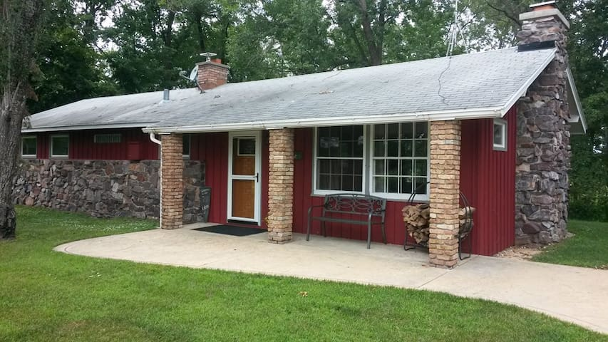 Redstone WI River-2 night/long stays, pets welcome - Mazomanie