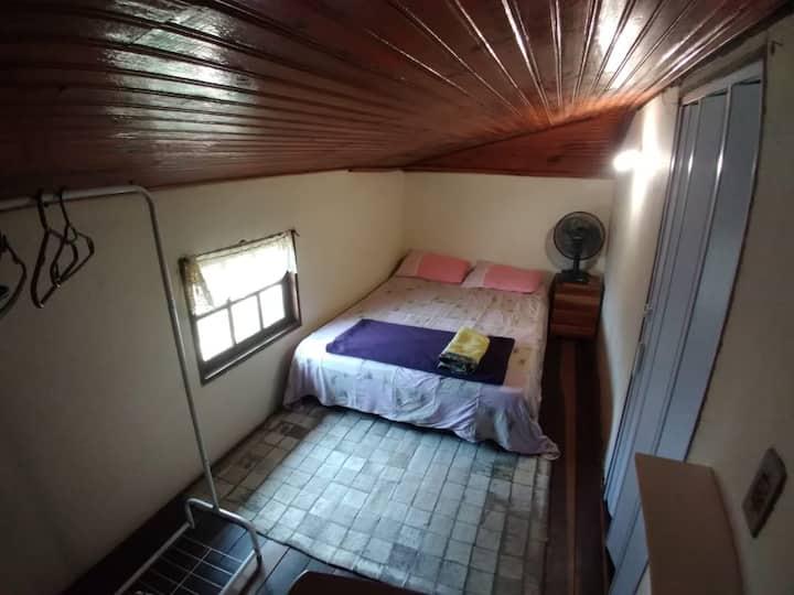 Quarto individual em albergue - Lavras Novas