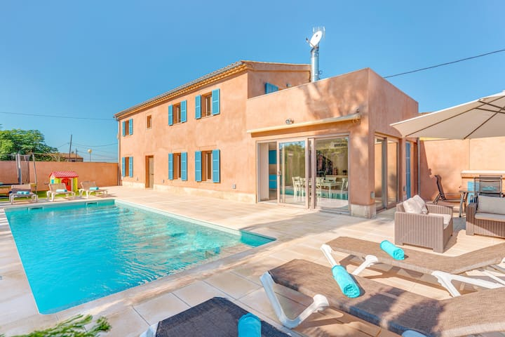 """Stunning Villa """"Ca Na Rossa"""" with Pool, Terrace, Air Conditioning & WiFi; Parking Available"""