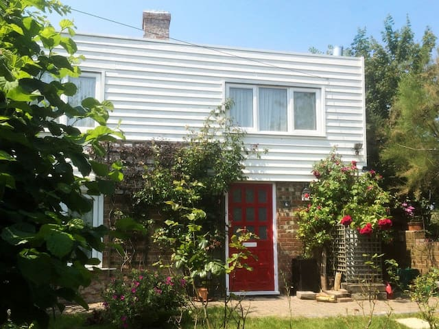 Bramble Cottage (E5381)