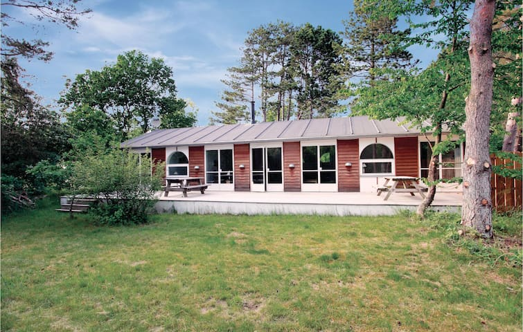 Holiday cottage with 4 bedrooms on 137 m² in Rørvig