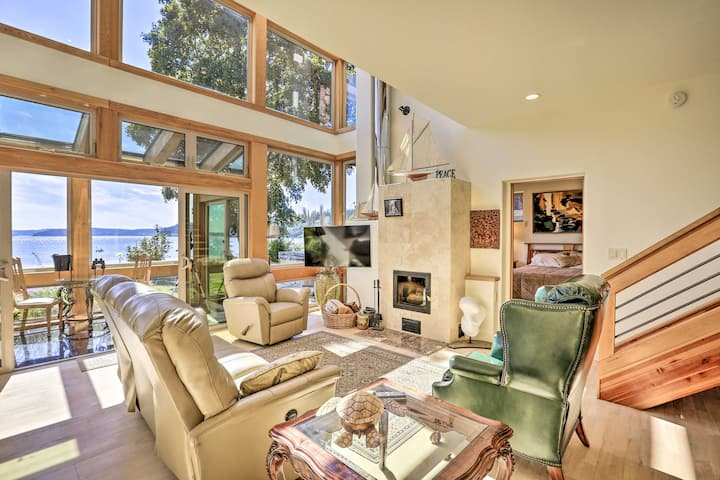 NEW! One-of-a-Kind Bayfront Home w/Hot Tub + Beach