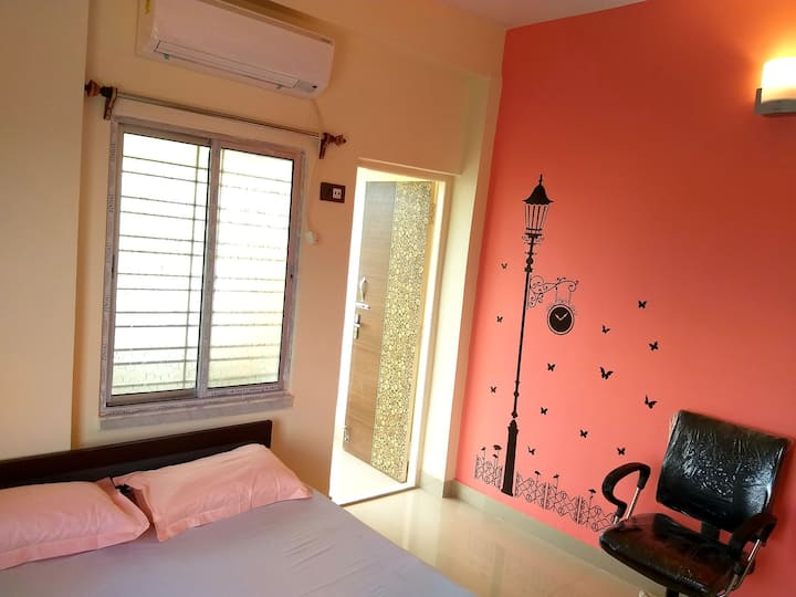 Peaceful 1-BHK▪ Wifi▪ AC▪ TV▪ 2 Km from Airport