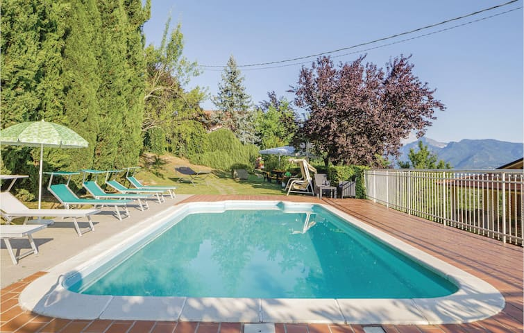 Holiday apartment with 2 bedrooms on 95m² in Fivizzano MS