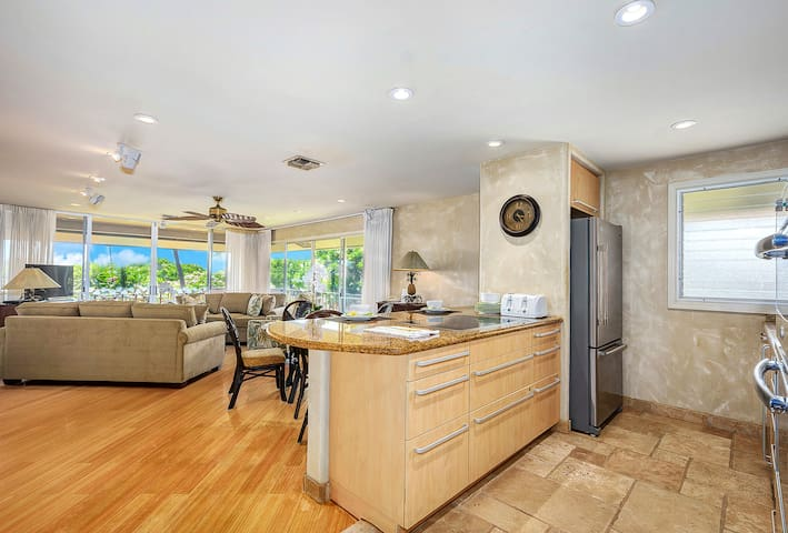 Maui Westside - Maui Eldorado B206 - Large Corner 2 bed with Custom Upgrades!| Sleeps: 2 Bedroom, 2 Bathroom