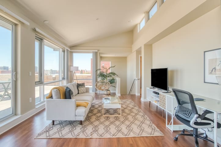 Modern 3BR Apartment in Emeryville, Gym + Parking