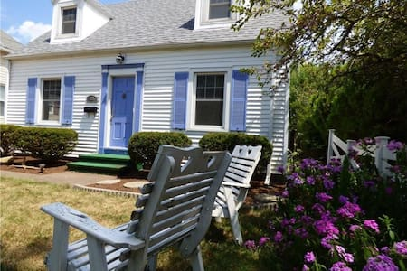 Cozy Cape Cod with Lake Views - Port Clinton - Hus