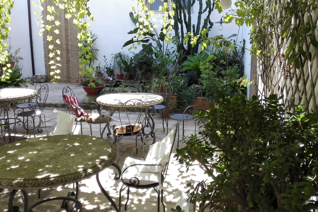Giardino interno/sala colazione