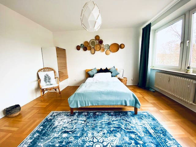 Cozy Bali Room - close to rhine river, renovated