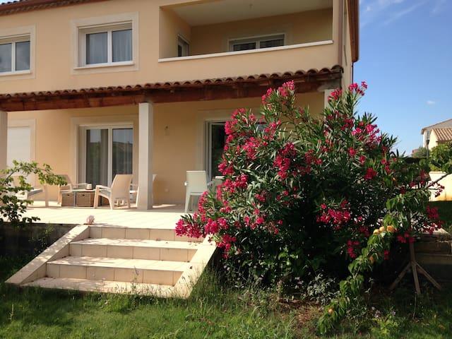 Villa proche toutes commodité - Béziers - วิลล่า