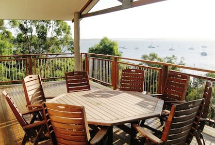 Sirenia Retreat,  waterfront home - Macleay Island