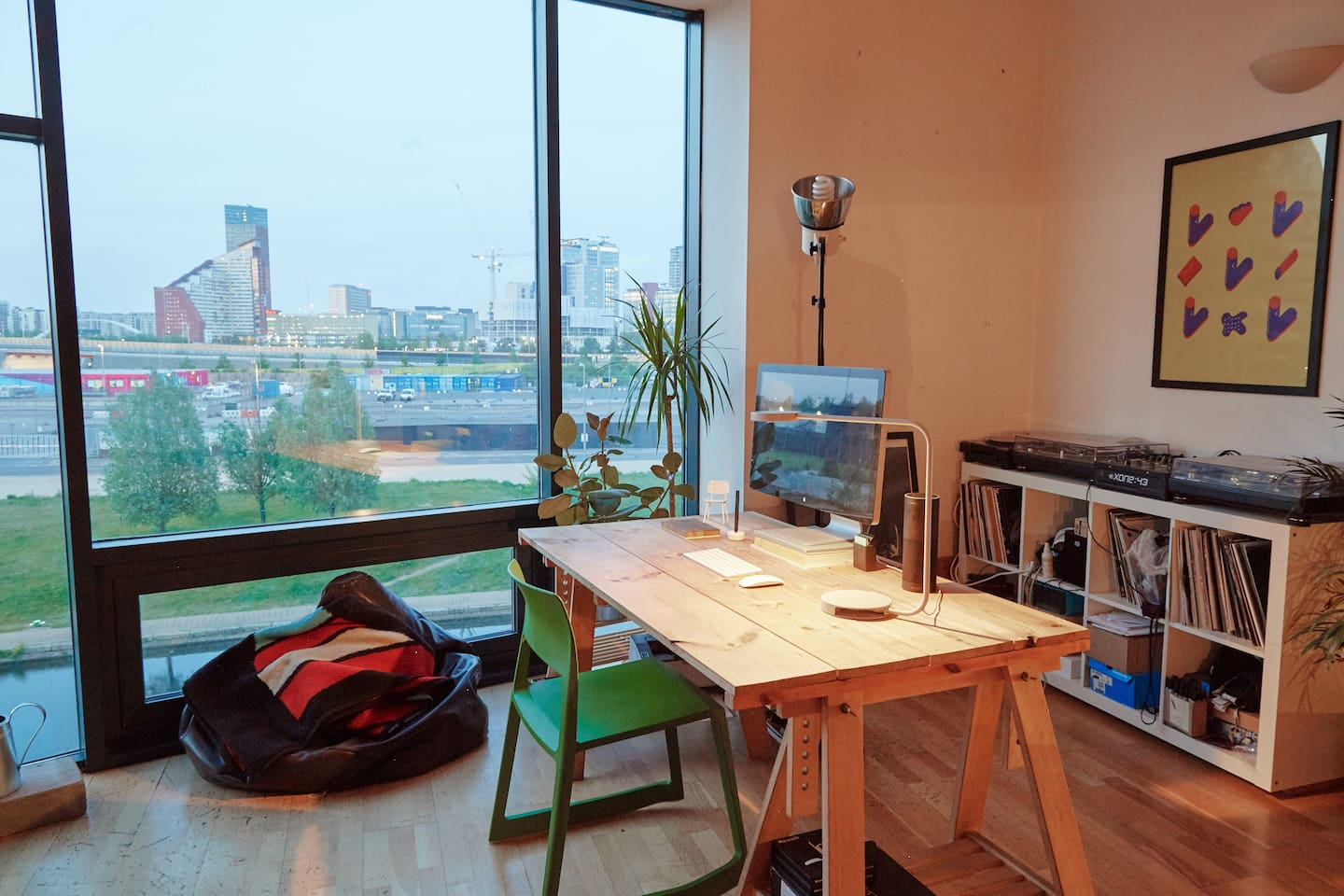 Bright room in Modern Flat with Canal View