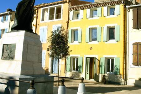 Maison de  Village   2 ** Meublé de Tourisme - Huis