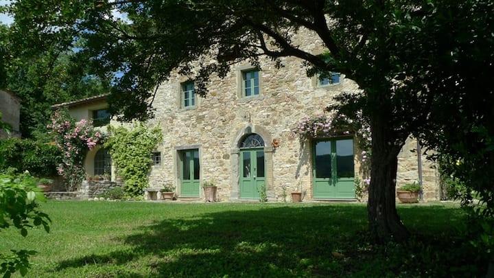 Tradizionale casa in pietra toscana
