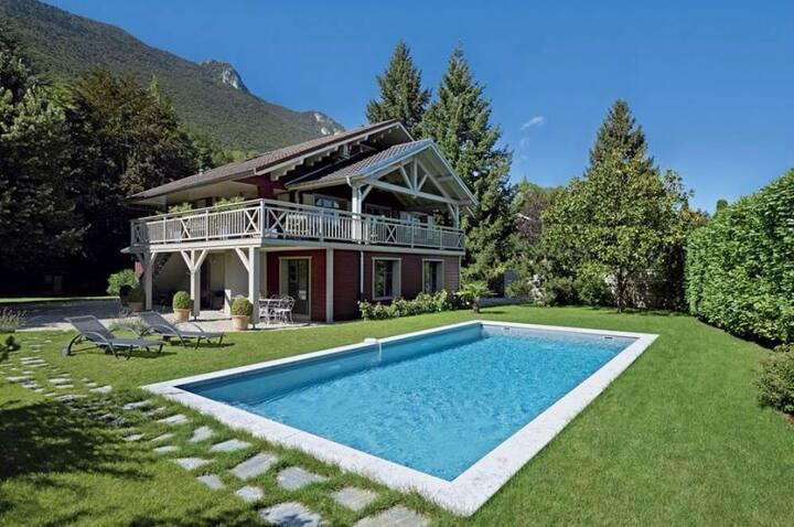 Maison de charme,piscine et accès au lac