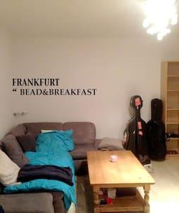 Frankfurt Near train station - Fráncfort del Meno - Bed & Breakfast