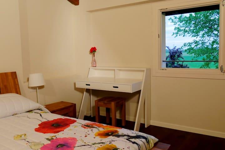 Camera nel verde con vasca da bagno - Calderara di Reno