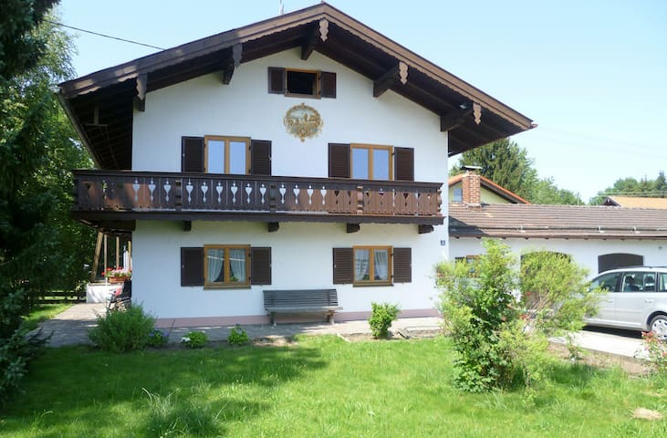 Large holiday home with garden - Warngau - Dom