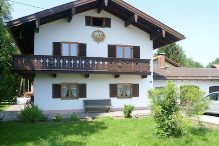 Large holiday home with garden - Warngau - Haus