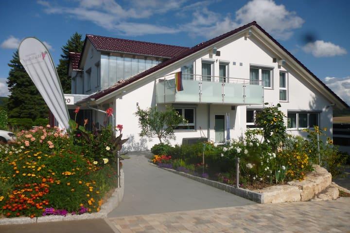 Landpension Wachtkopf-Ferienwohnungen, (Vaihingen an der Enz), Ferienwohnung Burgunder, 62 qm, 1 Schlafraum, max. 5 Personen - barrierefrei