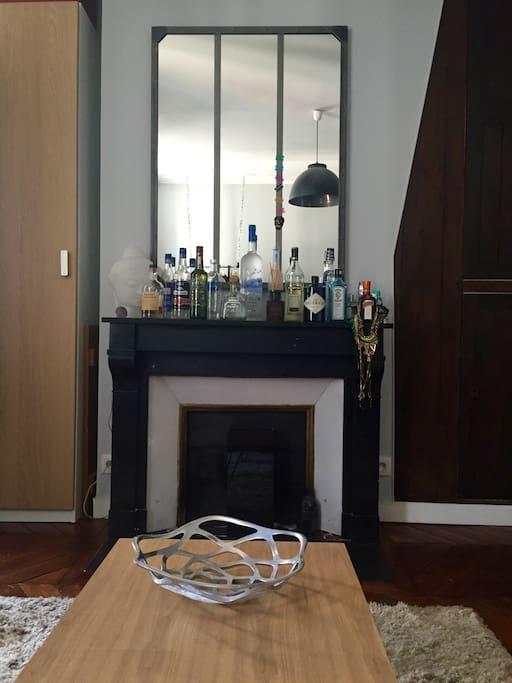 Bar et cheminé louis XVI ...