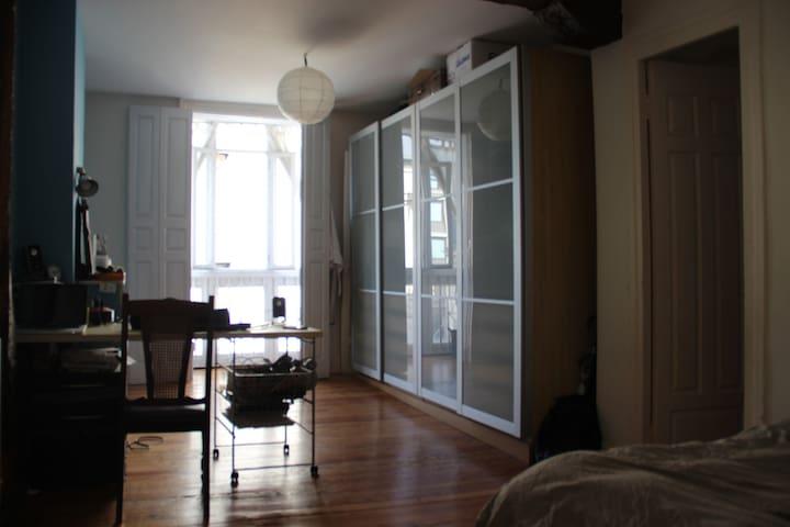 Habitación doble con mirador - Bilbao - Casa