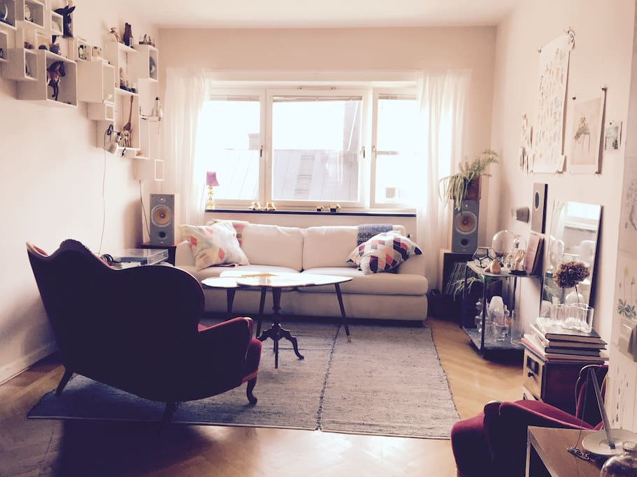Livingroom with comfy sofas.
